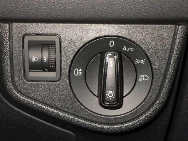 ヘッドライトダイヤル★ドイツ仕様 オートライト付きなので自動点灯します。
