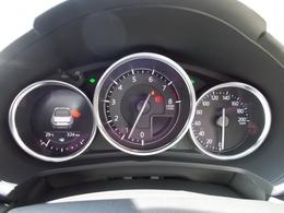 メーター周りもカッコいいでしょ!?交通標識認識システム(TSR)も搭載♪MID(マルチインフォメーションディスプレイ)付きで気になる燃費情報なども気軽にチェックできますヨ♪