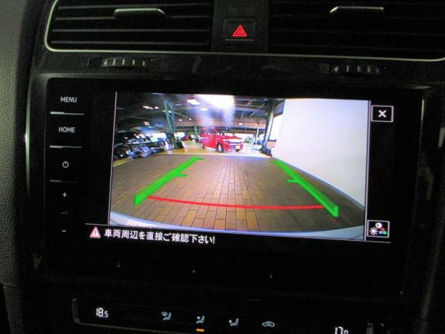 純正ナビ、バックカメラ、ETCが装備されており、嬉しいドライブレコーダーも装備されています。