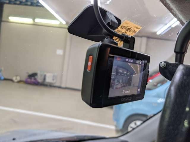 ドライブレコーダー装着車両になります。