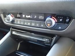 運転席・助手席の温度設定がそれぞれ変えられます。通常ドライバーは、緊張の為体温が高く夏場は温度を下げがちです。助手席の方は寒いですよね?そんな時ありませんか?これは助手席の方に優しいエアコンです。