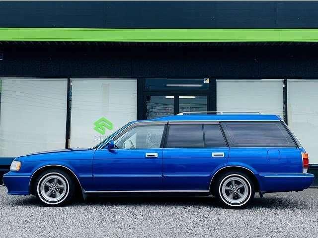私たちは、自動車業界に20年携わってきました。そのキャリアから、【クルマ】を通して、【お客様との長いお付き合い】こそが、販売店の責任だと感じてまいりました。そんな、私たちですが、宜しくお願い致します。