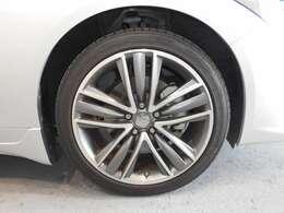 タイヤ・ホイールの画像です。スタイリッシュな専用アルミホイールです。