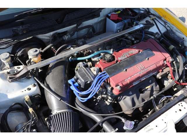 エンジン回りは、社外品のインテークパイプとプラグコードが変わっているぐらいで、ほぼほぼノーマルで乗りやすいです!