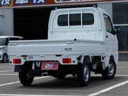当店の物件をご覧頂き誠にありがとうございます♪ 届出済未使用車 キャリイトラック KCエアコン・パワステ 4WD 5MTのシロ色が入庫いたしました♪