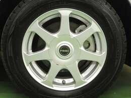 スタッドレスタイヤ+アルミホイール付き、もちろん夏用タイヤ+純正ホイールも有ります。