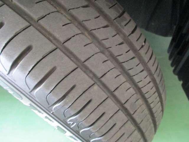 【タイヤ】夏タイヤ(溝7mm)純正アルミホイール。中古タイヤでは不安だという方には、新品タイヤも各メーカをご用意しておりますのでお気軽にご相談下さい!