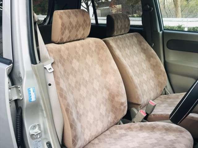 年式、距離の割には内装も外装もきれいです!シートの色褪せは若干ありますが、汚れ、シミ、破れなどはありません!