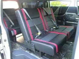 弊社オリジナルシートアレンジのトランスフォームバージョン3!なんと4ナンバーのまま5人から8人に乗車定員を増やした画期的なモデルとなっております。