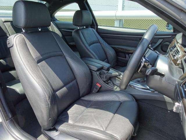 運転席助手席共に使用感はありますが、へたりも少なくホールド性もしっかりしています。