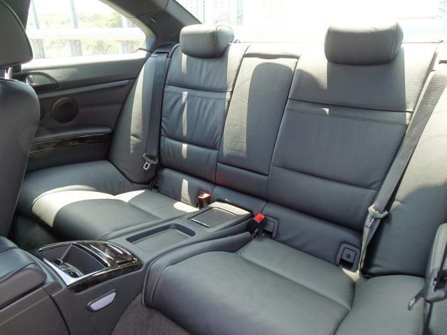 リヤシートも、年式・走行距離に比べシートに傷や汚れもなく状態は良好です。