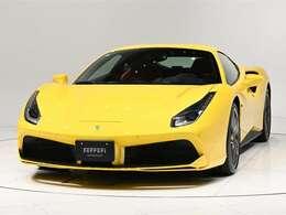 ボディカラーはGiallo Modena(黄)にインテリアはRosso Ferrari(赤)の組み合わせでございます。