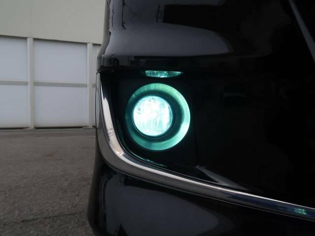 【HIDフォグ】ヘッドライトと統一感もあり、ドレスアップ効果も高まっています。夜間の運転も安心してお乗り頂けます☆