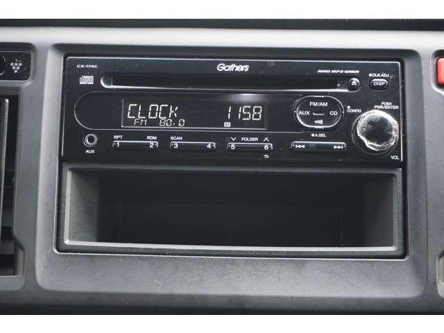 ホンダ純正CDプレイヤーCX-174C AUX端子が付いているのでお手持ちの音楽プレイヤーも再生できます。