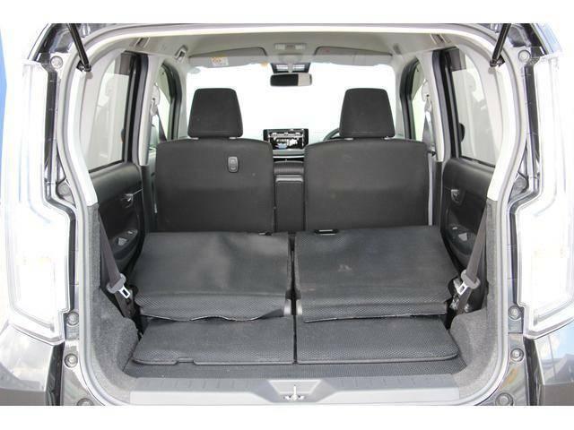 分割可倒式リヤシートですので長さのある荷物も安心して積み込むことが出来ます。
