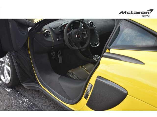 ラグジュアリーパックには、メモリー付電動シート・シートヒーター・電動ステアリングコラム・ソフトクローズドアが含まれています。