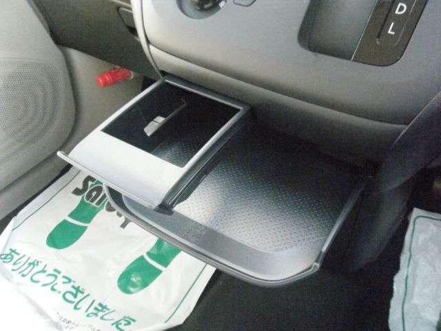 ドライブの便利機能、センタートレー付き