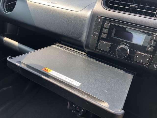 このテーブルはどの車にも欲しいオプションですよね♪
