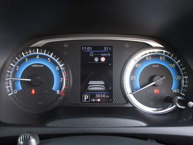 視認性の良いメーターパネル☆カラーディスプレイには運転をサポートするさまざまな情報を表示します☆
