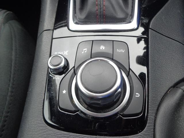 マツダコネクトのコマンダーコントローラーです。大きなダイヤルで直感的な操作がしやすいのがうれしいですね!