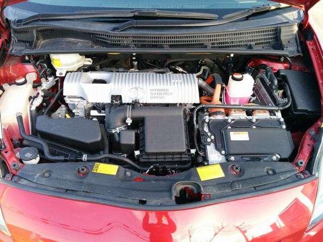 1.8Lエンジンとモーターの組み合わせで低燃費と快適性を兼ねそろえています。