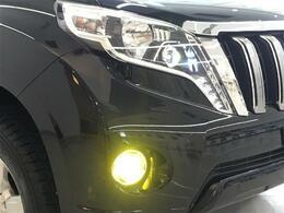 【LEDヘッドライト】LEDならではのデザイン性の高いライトデザインはスタイリッシュな外観にぴったり。さらに、フォグも『LED』などにして頂くと、統一感・ドレスアップ効果も高まります☆