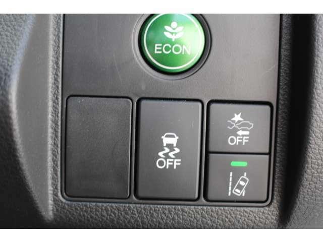 ホンダセンシング装備!衝突軽減ブレーキや誤発進抑制装置装備!この他にも先進の安全機能を多く搭載しております!安全に安心にお乗り頂き快適なカーライフをお楽しみ下さい!