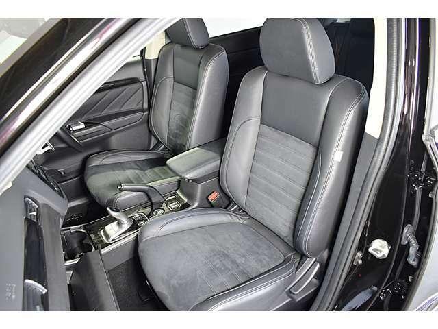 合成皮革&スエード調コンビネーションシート/運転席6WAYパワーシート/運転席&助手席シートヒーター(クッション部+バック部)