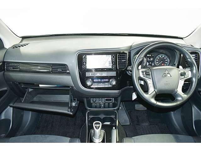 SRSデュアル+サイド&カーテン(運転席・助手席)+ニー(運転席)エアバック/EBD機能付ABS/ASC(横滑り防止&トラクションコントロール)