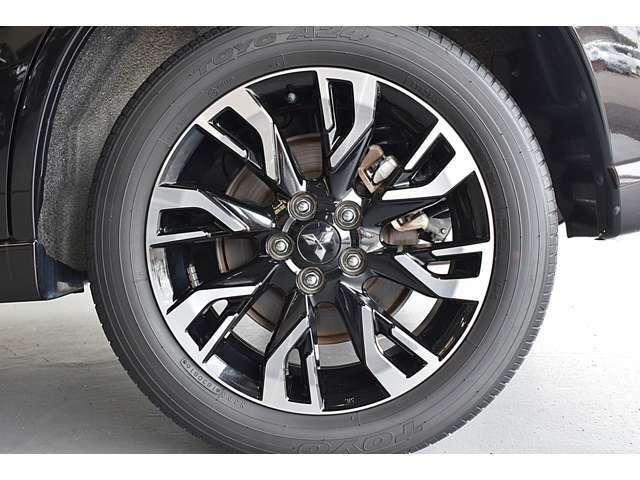 純正18インチアルミホイール(ラウンドリムタイプ)&225/55R18(TOYO製TOYO A24)タイヤ装着※タイヤ残り溝:フロント4mm・リヤ4mm