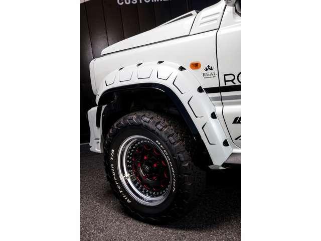 ホイールは、WORK ガルバトレの特別オーダーカラーにて製作しております!リフトUPの為RSRラテラルロッドを取付済みです!タイヤはオールテレーンタイヤを装着!お問合せは0565ー42ー7333までどうぞ。