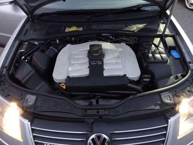 ワーゲン独自のW8 4.0L DOHCエンジン