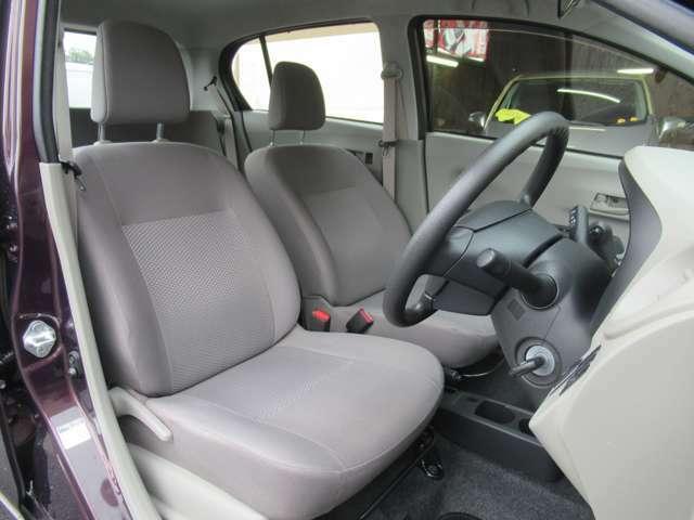 シート色はグレー系を基調としていて落ち着いた雰囲気の車内ですね◇