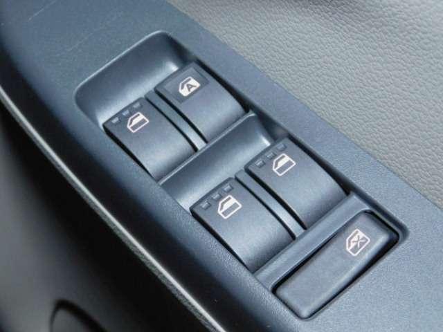 ボタンひとつで開閉可能★【パワーウィンドウ】