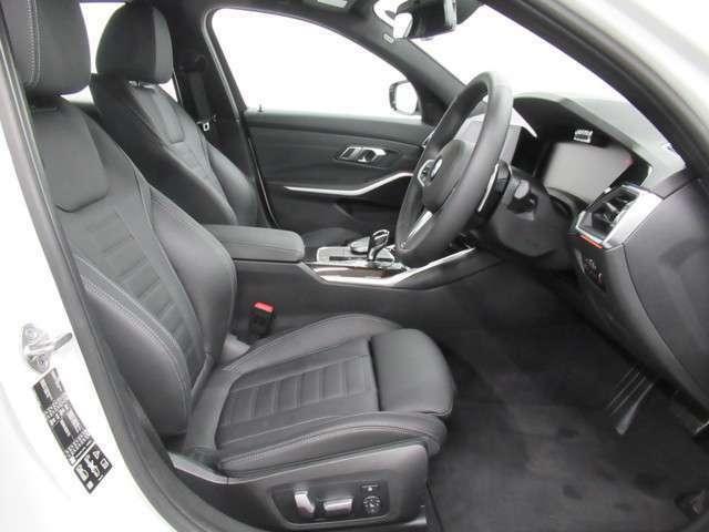 本革シートは車内空間の高級感をより一層高めてくれます!