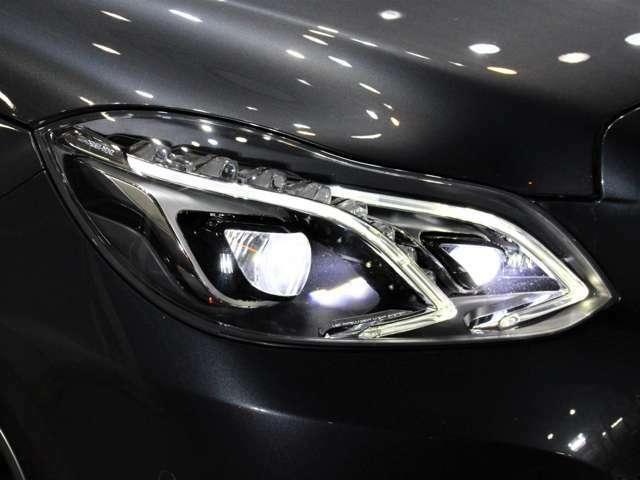 LEDヘッドライトになりますので、暗い夜道のライディングも安心です!劣化で白くくもりがちなヘッドライトレンズも透明感のある綺麗な状態が保たれていて、高寿命です!