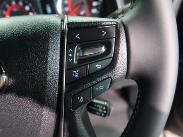 【レーダークルーズコントロール】高速道路で便利な、自動で速度を保つクルーズコントロールが、衝突軽減システムと連携し、前方の車両を感知して車間を保つように速度調節してくれます!!