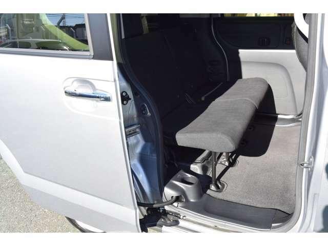 車椅子を使用しない場合はゆったり座れる後部座席。