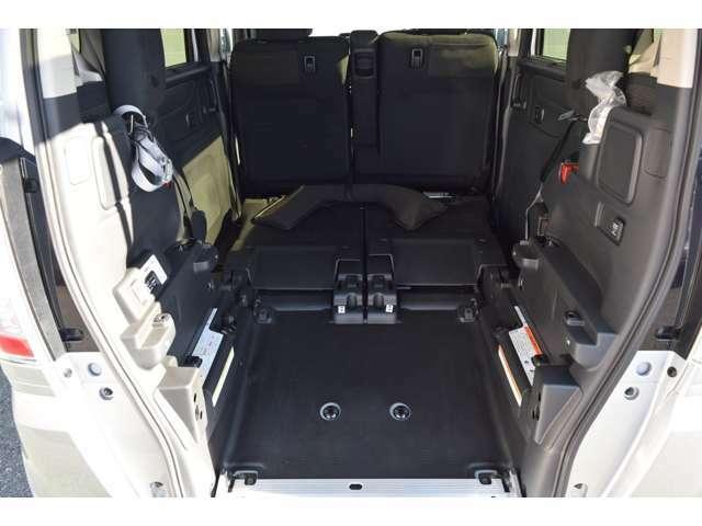 大開口部でゆったりスペースのカーゴルーム。座席を倒せばさらに広くなります。