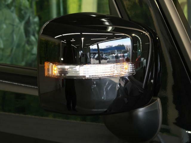 付いているだけで高級感のUPするウィンカー付きサイドミラー♪もちろん見た目だけでなく、対向車からの視認性の向上につながり、安全度もUP☆