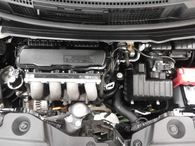 エンジンルームとなります。オイル漏れや汚損なども無く、とても綺麗な状態です☆もちろんエンジンも快調ですよ!