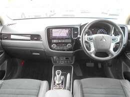 左右独立式オートエアコン付きです。運転席側と助手席側での温度設定を変える事ができますので、同乗者の方も快適ですよ。