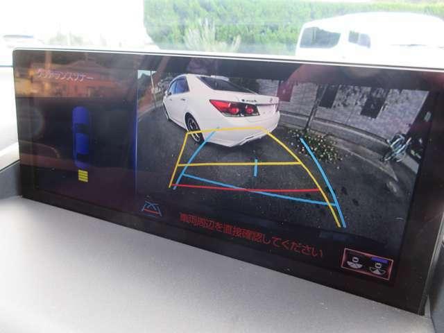 後期モデルから採用されたワイド画面のナビゲーションには安全装備のバックカメラやクリアランスソナーも搭載しております。