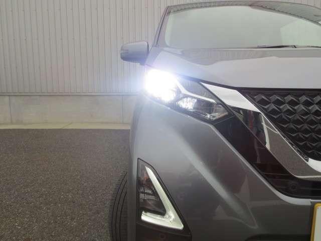 暗闇でもハッキリ見えるLEDヘッドライト!暗い夜道でも安心してドライブできます