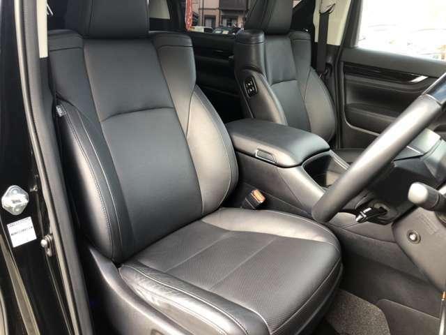 運転席シートです☆綺麗・清潔に仕上げております。オイル交換サービス中★オイル交換・その他点検等無料!九州運輸局長指定の自社工場を完備してます。当社の整備士・検査員にお任せください!!!