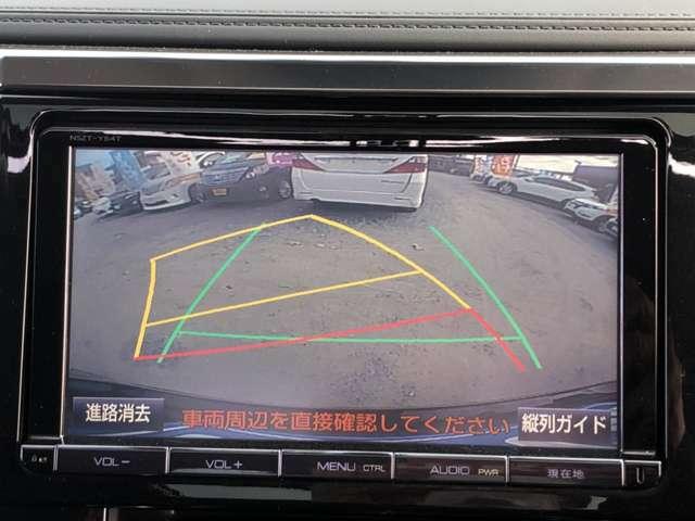 バックカメラ付きです。後方の様子を表示してくれます。駐車がスムーズに行えます。扱説明書、メンテナンスノート(純正記録簿)がしっかり付いております!まだまだ説明しきれない装備、性能が沢山あるお車です