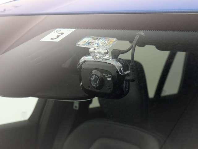 社外ドライブレコーダーを搭載します。