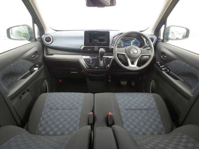 気持ちよく視界が広がる、開放的な運転席