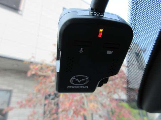安心のドライブレコーダーも最初から装備しております。