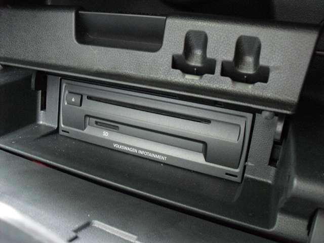 純正CD再生器です。音は良いですよ!!